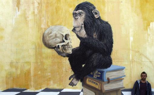"""""""Mono pensando"""" basado en la escultura de Hugo Rheinhold, mural realizado por libre, Madrid 2016."""