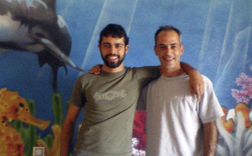 Con Jose y su mural marino..