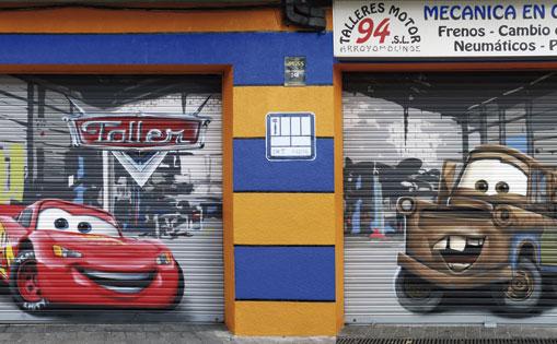 Mural en puerta metálica para